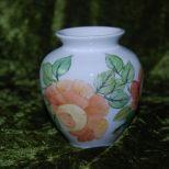 Kleine Vase rundum mit Rosen bemalt. Spülmaschinen geeignet . 60,-€ Art.:1281