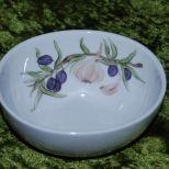Schale 0,45 l / 13x6 cm, mit einem Olivenzweig und Knoblauch bemalt. Porzellan von Kahla, Spülm. und Mikrow. geeignet . 45,-€ Art.:1284